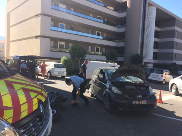 Collision deux-roues - voiture dans le centre-ville de Calvi:  1 blessé