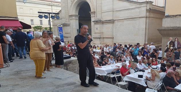 400 personnes ont participé au repas organisé par l'association San Rochellu, rue Fesch, dont le président a animé avec succès une partie de la soirée.