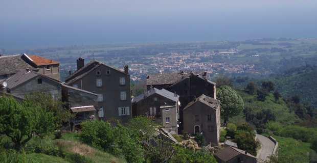 Le village de Tagliu sur la commune de Tagliu-Isulaccia en Costa Verde.