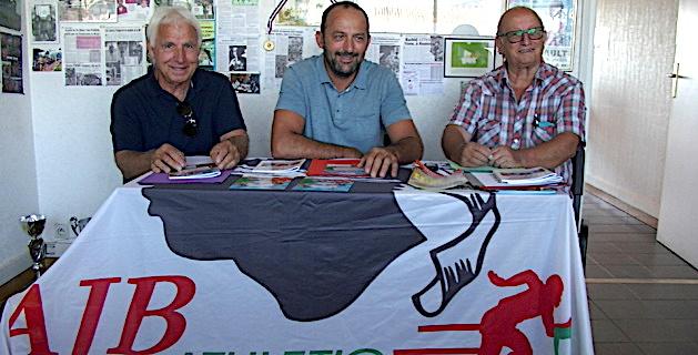 Le président Pierre Blasini, entouré de Pierre Bartoli à droite et de J.-B. Casanova, président du Secours populaire, partenaire de l'AJB