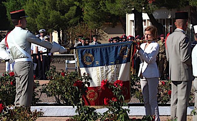 Calvi : Florence Parly, ministre des Armées, a remis la croix de la Valeur militaire au drapeau du 2e REP