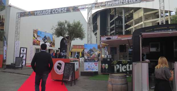 L'entrée du village corse à la foire internationale de Marseille.
