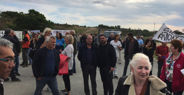 Près de 200 manifestants, des habitants, des socio-professionnels et des élus ou représentants politique tels que Paul-Félix Benedetti, leader d'U Rinnovu, Joseph Colombani, président de la Chambre d'agriculture, Pierre Mattei, membre de l'Exécutif de Femu a Corsica, les maires de la microrégion, Séverin Medori…