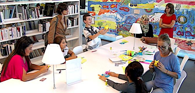 L'atelier Origami de Nicole Caron, un des nombreux ateliers proposés par la médiathèque.