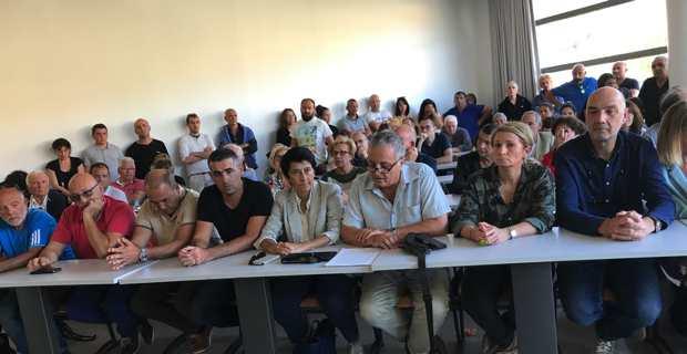 François Alfonsi, entouré de Fabienne Giovannini, Nadine Nivaggioni, Antonia Luciani et d'une centaine de militants.