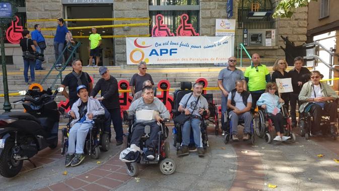 Journée mondiale du handicap : L'APF mène une action contre l'inaccessibilité de la poste centrale d'Ajaccio