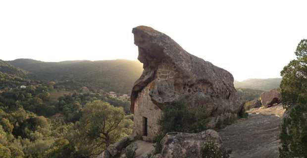 L'Oriu di i canni, patrimoine rural remarquable situé dans la commarque de San Martino à Sotta, témoin d'un passé agraire et d'un territoire sous la protection de San Martinu.