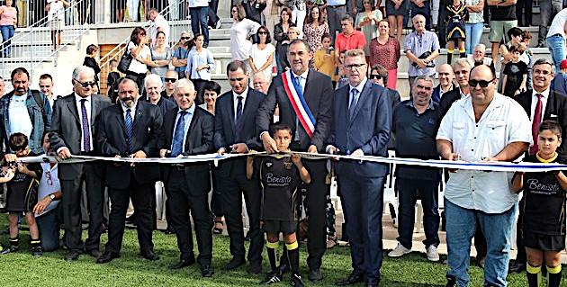 """Le stade de Lumiu inauguré : """"Tamanta strada !"""""""