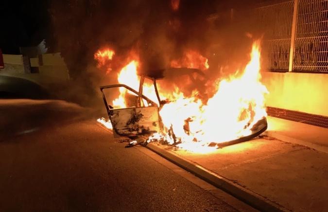 Deux véhicules détruits par les flammes à Calvi et Lumio