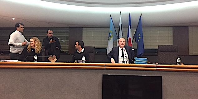 La nouvelle benjamine de l'assemblée aux côtés du maire
