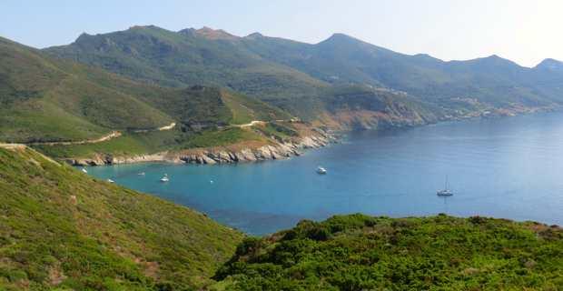 La côte Ouest d'u Parcu naturale marinu di Capicorsu è di l'Agriate, entre San Fiurenzu et Centuri.