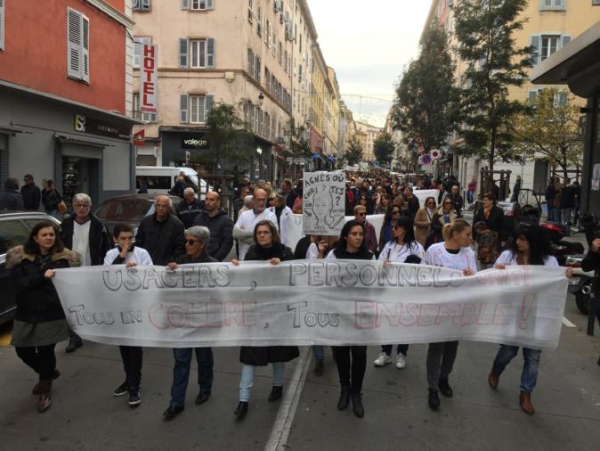 Bastia : La « marche blanche » pour l'hôpital rassemble plus d'un millier de personnes