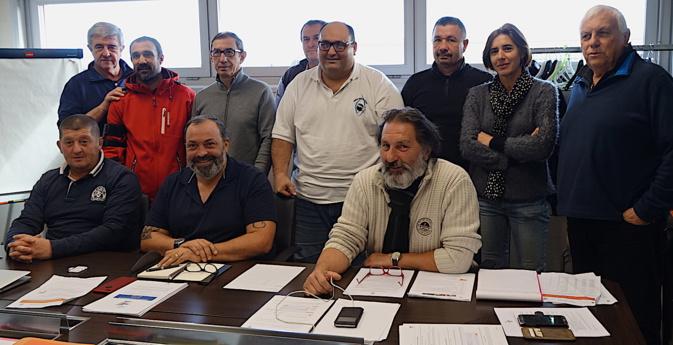 Une partie des élus de la nouvelle ligue corse de Rugby rassemblés autour de Jean-Simon Savelli