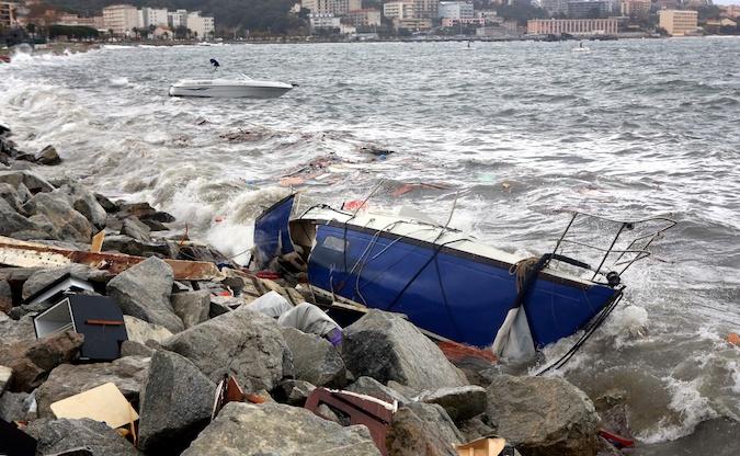 Tempête en Corse-du-Sud : Des bateaux échoués et des vols annulés