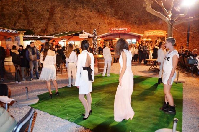 Défilé de mode au village de Noël à Calvi