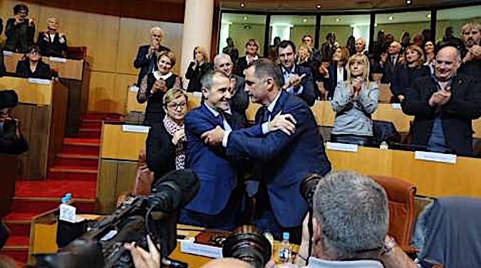 L'UFR demande des poursuites contre les auteurs des actes inconstitutionnels commis à l'Assemblée territoriale de Corse.