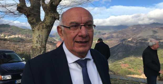 Pierre-Marie Mancini, maire de Costa et président de l'association des maires de Haute-Corse, à Chiatra, lors de la visite de Mme Gourault, juste après les incendies.