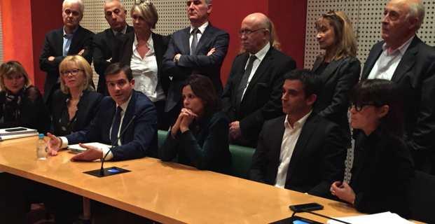 Les deux groupes de droite en conférence de presse après le clash.