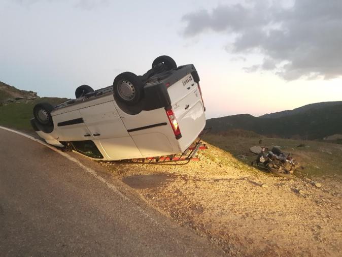 Conséquence de la violence du vent au col de Teghime : Un véhicule et une motos renversés