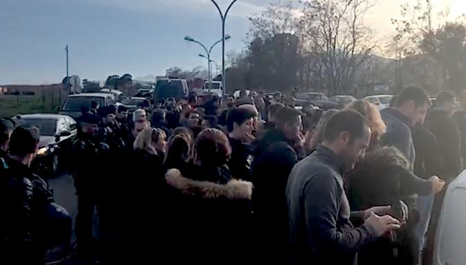 Vidéo : Les gardiens de Borgo huent et tournent le dos à la ministre