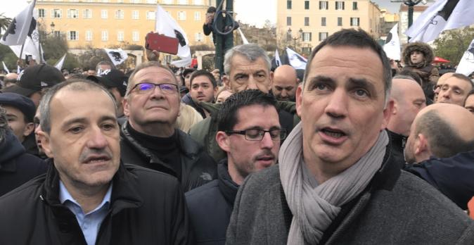 Le président de l'Exécutif, Gilles Simeoni, entonne le Dio vi Salvi Regina à la fin de la manifestation.