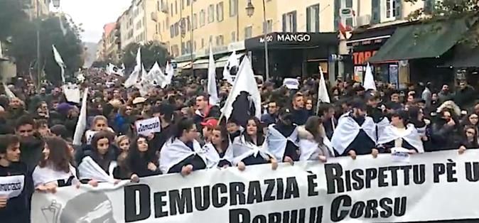 « Demucrazia è rispettu pè u populu corsu » : La Corse massivement dans la rue