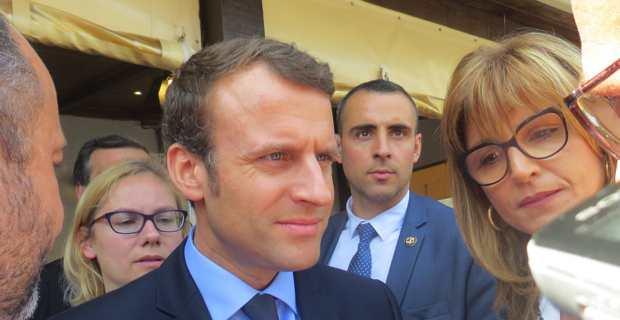 Emmanuel Macron, lors de sa visite en Haute-Corse, à Vescovato, pendant la campagne des présidentielles.