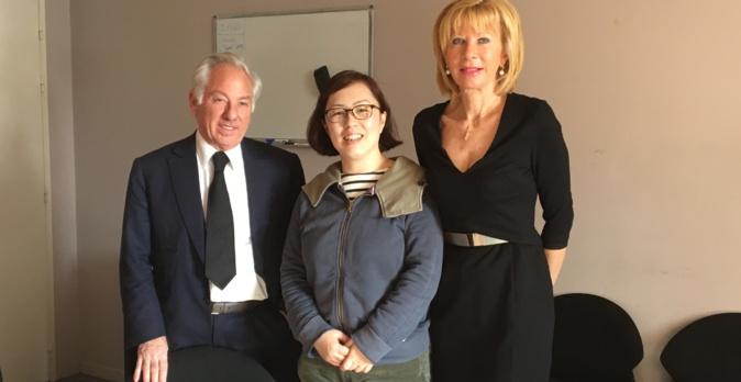 La journaliste japonaise, Yoshida Michiko, entourée de Camille de Rocca Serra et de Marie-Anne Pieri, conseillers territoriaux du groupe Per l'Avvene à l'Assemblée de Corse.