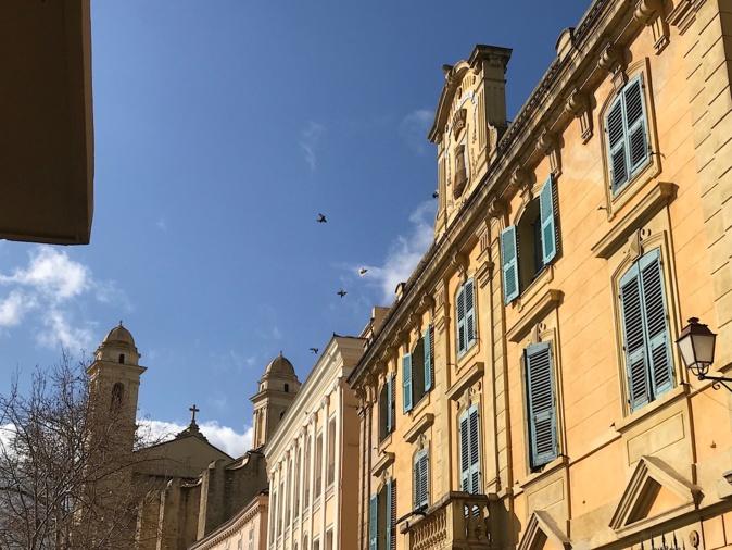 L'image du jour : Le fronton de l'hôtel de ville de Bastia et San Ghjuvà