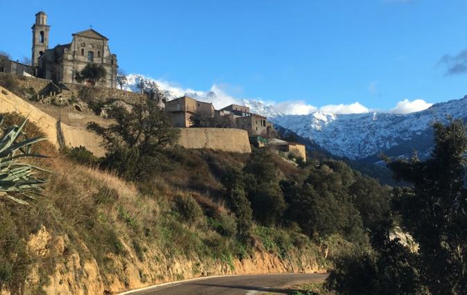 La photo du jour :  Montemaiò et le Monte Grossu enneigé