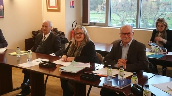 Ce mercredi, Marie-Hélène Casanova (au centre) a succédé à Jean Biancucci (à droite) à la tête du conseil de surveillance d'Air Corsica.