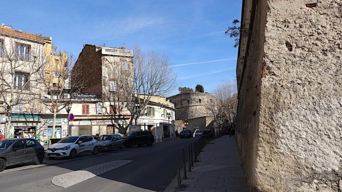 La photo du jour : Au pied des remparts de la Citadelle de Bastia