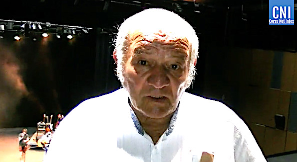 Ghjuvan'Teramu  Rocchi à l'Alb'Oru lors de l'inauguration de la salle qui porte son nom