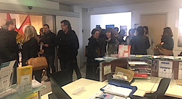 """Les salariés des Ehpad investissent l'ARS à Ajaccio : """"Plus de moyens pour les personnes âgées"""""""