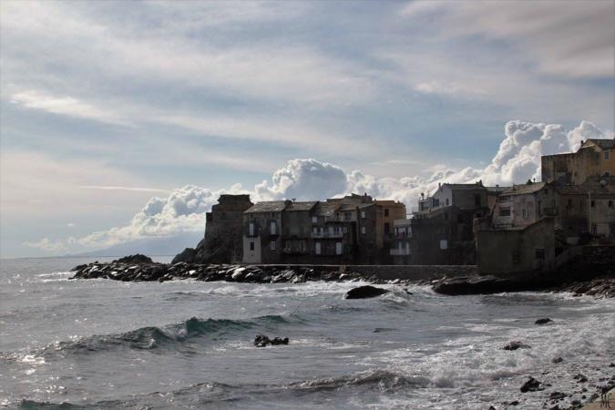 La photo du jour : Erbalunga dans les nuages