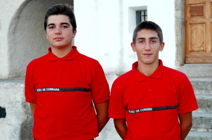 Vincent Antoniotti et Jean Anfriani (De gauche à droite), posent dans leurs tenues de réservistes communaux.