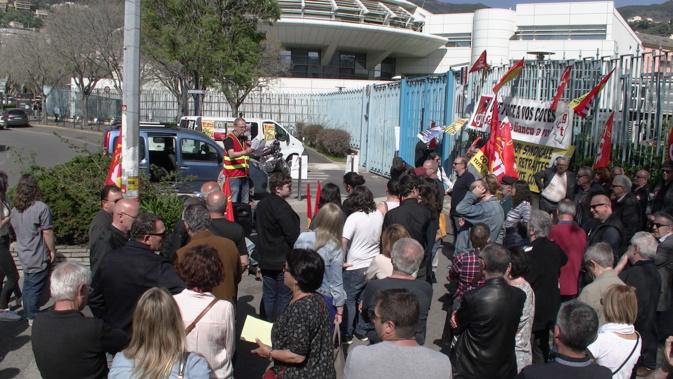 Bastia : Rassemblement de salariés devant la préfecture