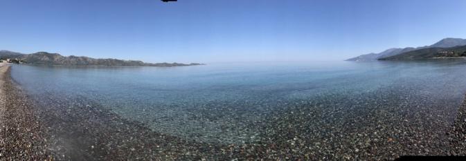 La photo du jour : Les pieds dans l'eau dans le golfe de Saint-Florent