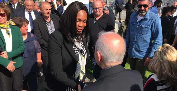 La ministre des sports, Laura Flessel, après la cérémonie devant la stèle à Fuiani.