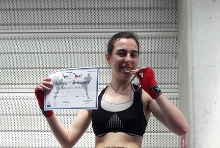 Laura Delogu, championne de France cadette de kick Boxing