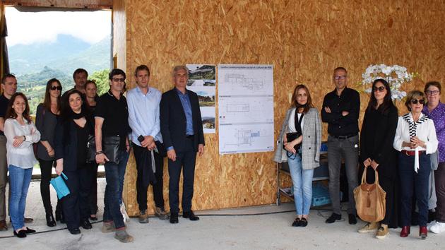 Centre communautaire social et culturel de Peri : Visite de la construction à mi-parcours