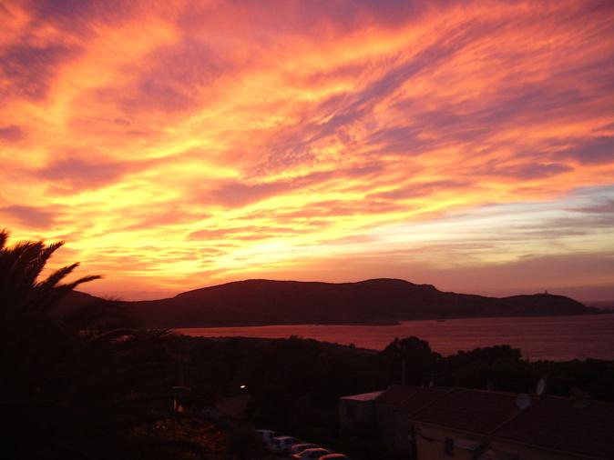 La photo du jour : Tourbillon de couleurs dans le ciel de la Revellata