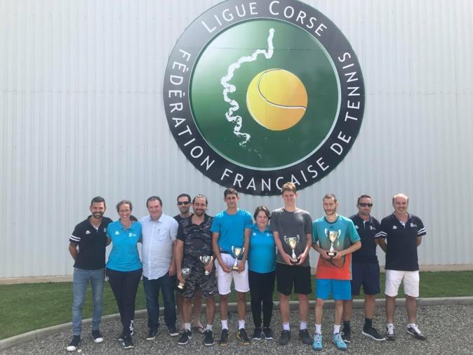 Vainqueur de Lisandru Rodriguez Lilian Prod'homme champion de Corse de tennis