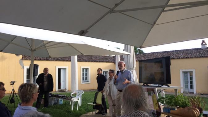 François Rouillay au micro, accompagné de Sabine Becker et de Fabien Tournan