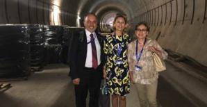 Nanette Maupertuis, entourée de ses collégues italien et français, visitant le chantier du métro de Sofia financé par l'Europe.