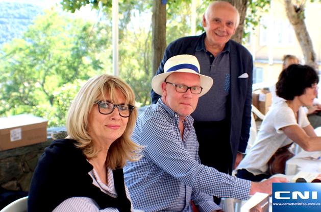Evelyne Adam, Hervé Ghesquière et Jean-Pierre Leccia, maire d'Oletta lors de la première édition de Un libru in paese