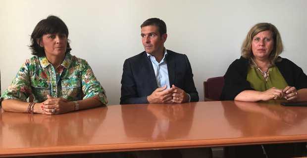 Le président du groupe Per l'Avvene à l'Assemblée de Corse,  Jean-Martin Mondoloni, et deux de ses colistières, Christelle Combette et Marie-Thérèse Mariotti.