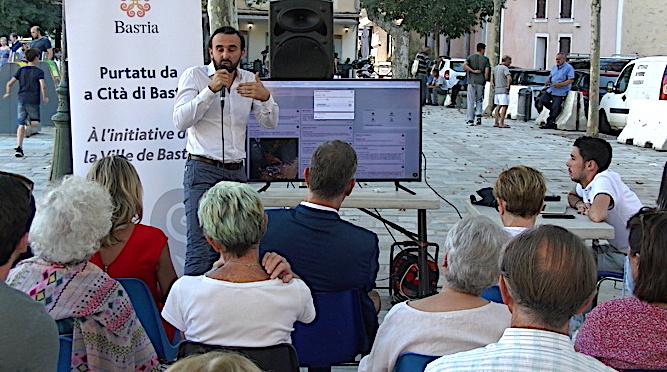 """Julien Angelini a présenté """"pop vox"""" à la population bastiaise"""