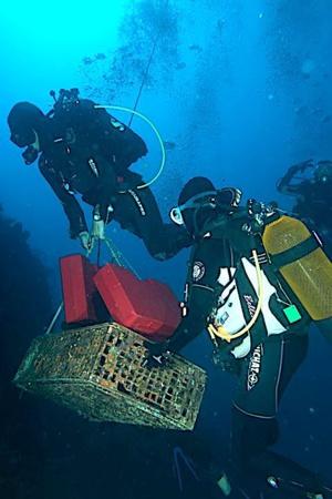 Insolite : Les vins du Clos Landry de Calvi vieillissent à 60 m sous l'eau