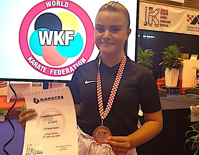 """Cassandra Sampieri, 13 ans, 2ème à la """"Youth league wkf karaté 1 » à Umag en Croatie"""